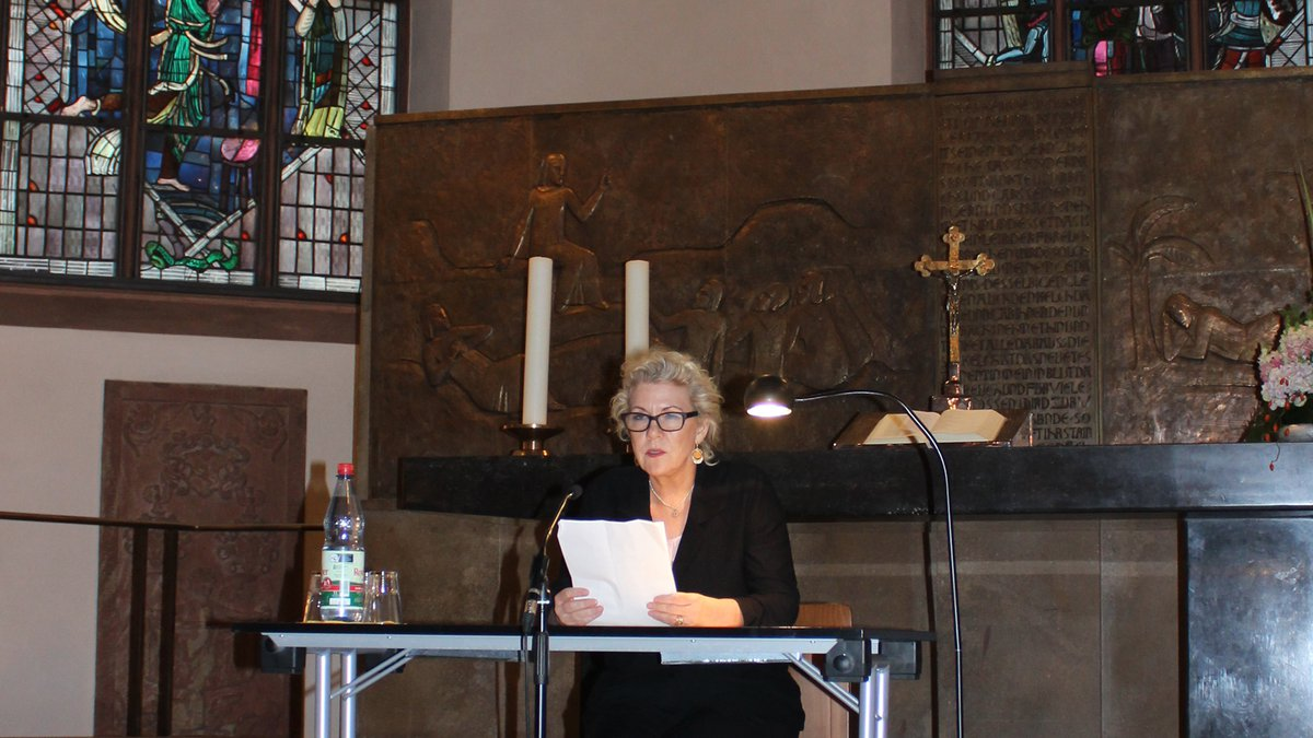 "Jennifer Clement, Präsidentin von P.E.N International liest ""Das Testament"": Ein Text  des ukrainischen Schriftstellers und Regisseurs Oleg Senzow.  